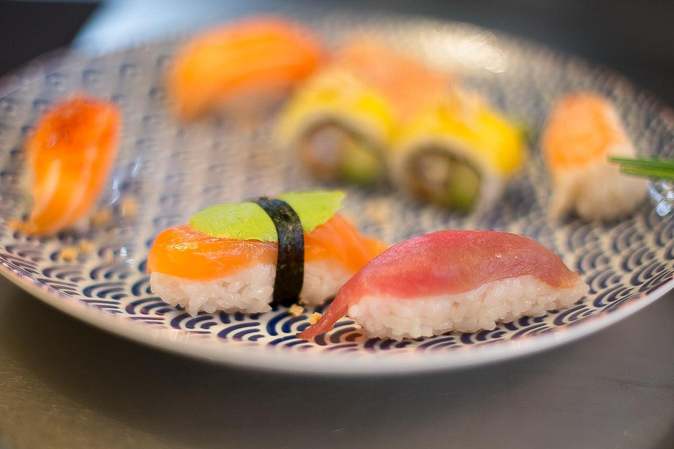 Sushis revisités et créatifs mangue et Piment d'Espelette chez You Sushi