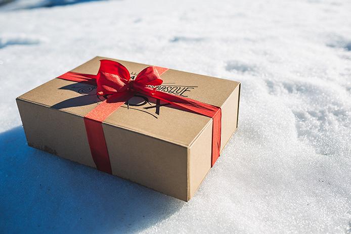 La Kinda Box de Noël : boîte surprise de produits des Landes et du Pays basque.