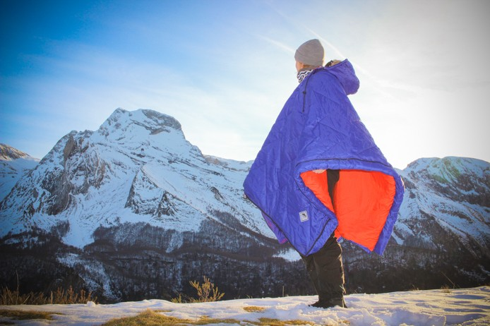 Sac de couchage qui fait poncho Capata Pyrénées modèle Lazysack.