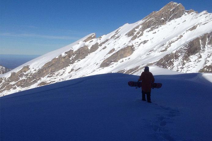 Freeride dans la station de ski de Gourette dans les Pyrénées.