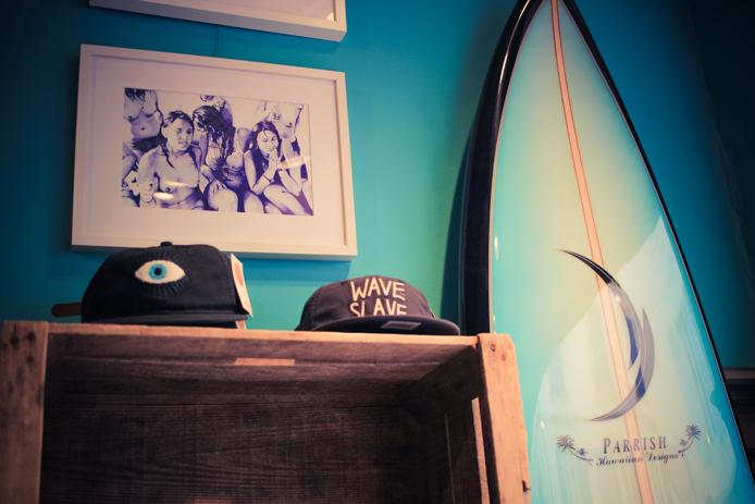 Planche de surf Tom Parish en vente chez Jazz The Glass à Biarritz.