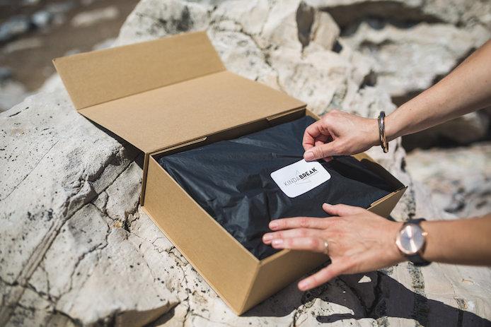 Ouverture de la Kinda Box, boite surprise cadeaux landais et basques par Kinda Break