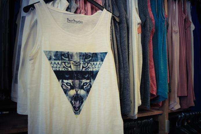 Tee-shirt Best Moutain en vente au magasin au Fil des Marques à Biarritz.