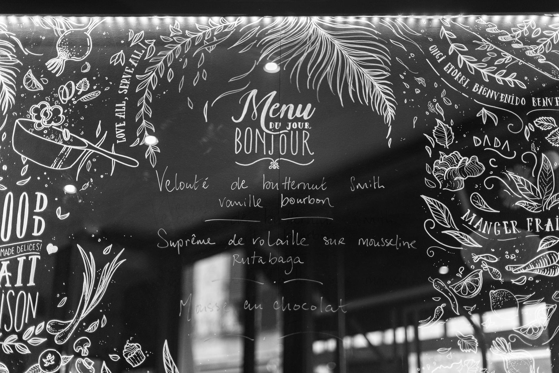 Fresque lettring d'Anna Petrissans auRestaurant Kitchen Dada à Bayonne