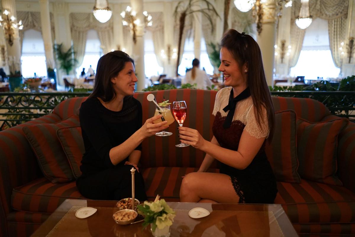 L'Hotel du Palais Biarritz dans la Vidéo Un Hiver Sur La Cote par Théo Cheval