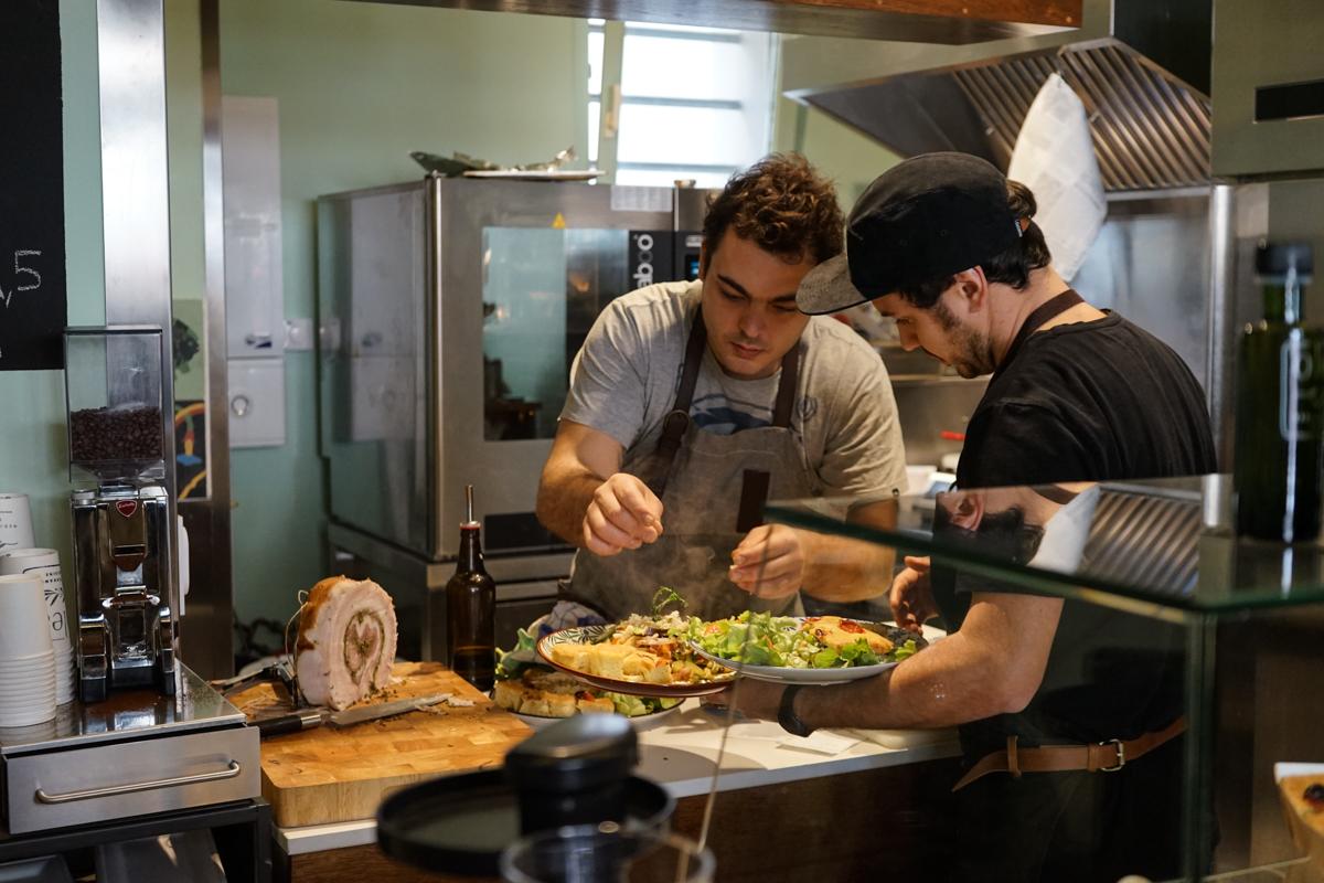 Restaurant Olea Biarritz dans la Vidéo Un Hiver Sur La Cote par Théo Cheval