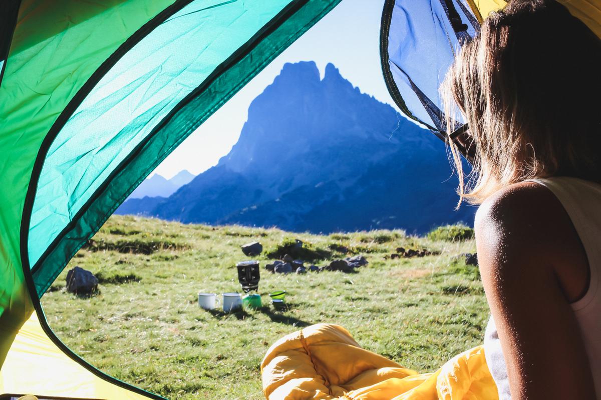 Camping Bivouac tente Queshua en randonnée des lacs d'Ayous dans les Pyrénées en Vallée d'Ossau