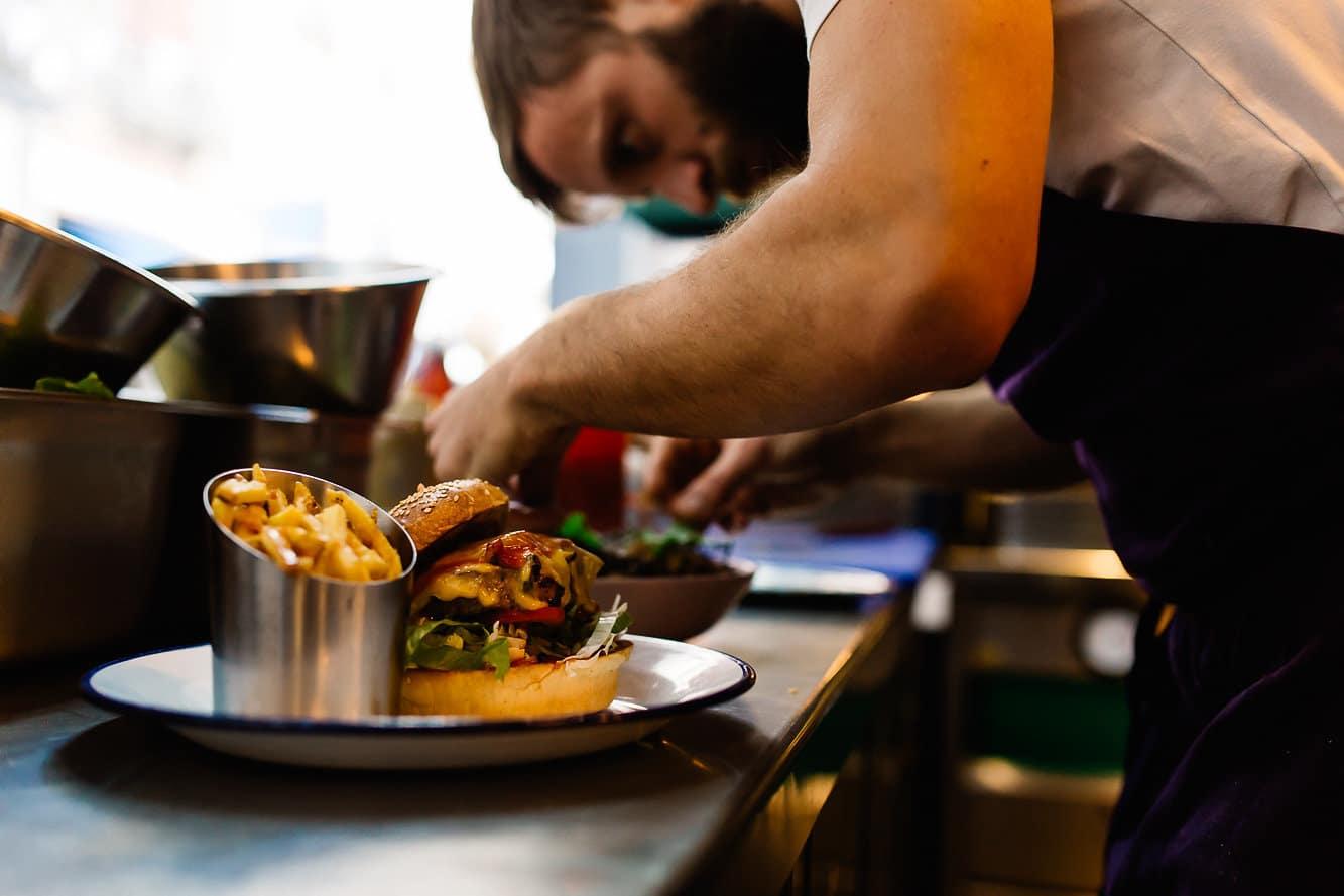 Le burger du restaurant Janine à Bayonne au Pays basque