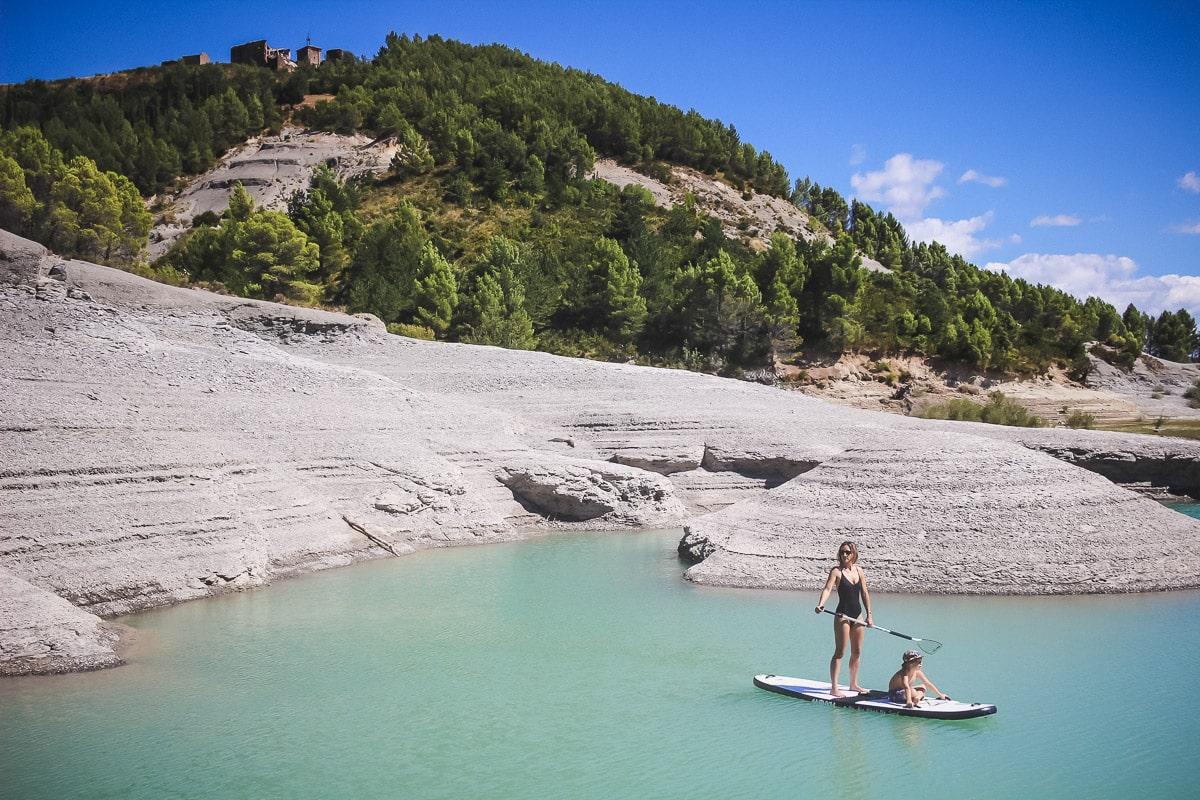 L'eau turquoise du Lac de Yesa en Espagne