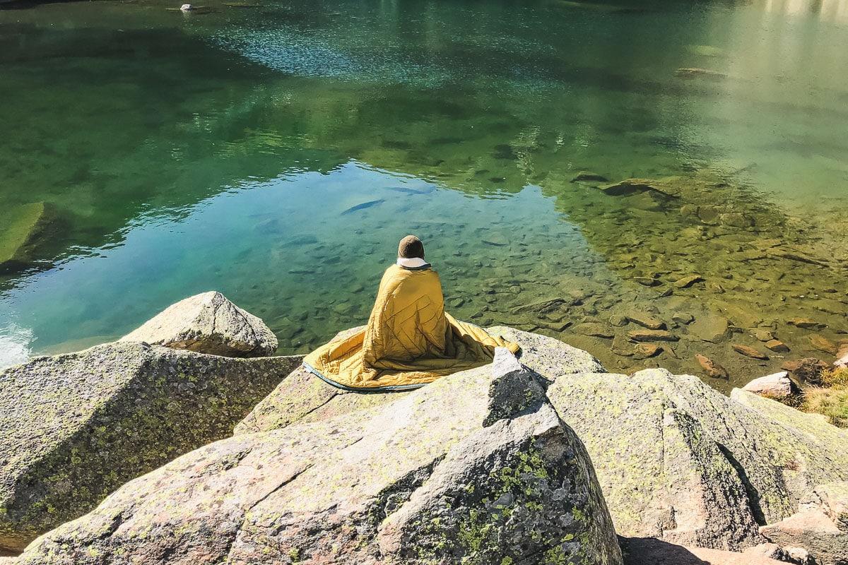 Pique-nique face au Pic du Midi d'Ossau au Lac de Pombie