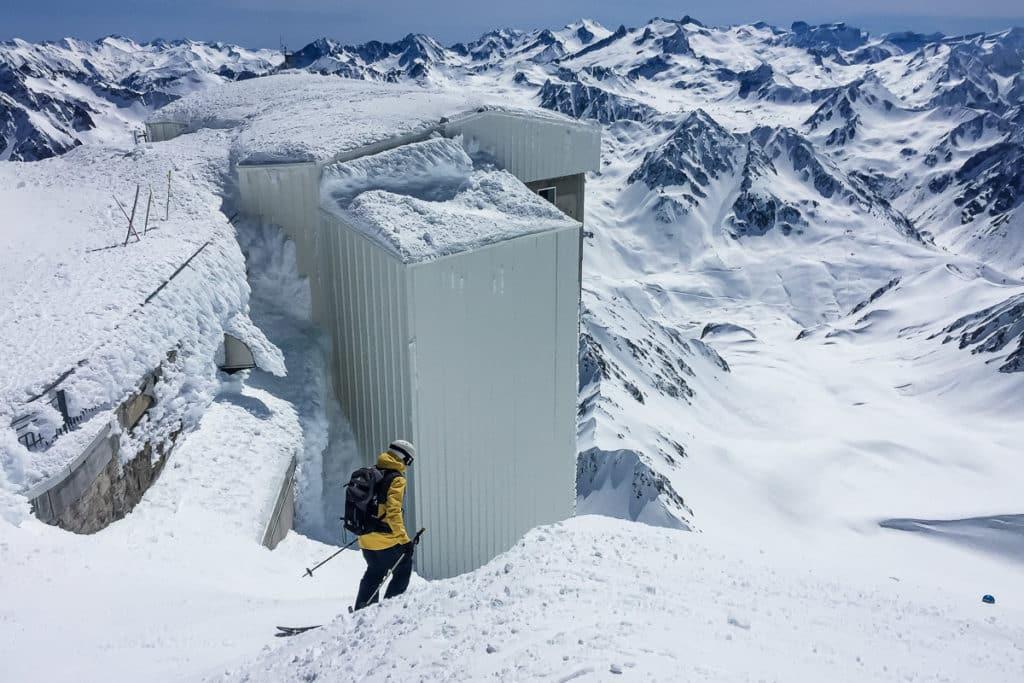 Descente freeride au Pic du Midi de Bigorre dans les Pyrénées à La Mongie