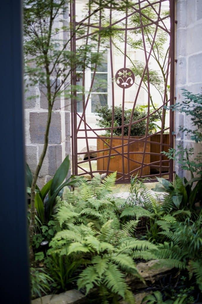 Hôtel villa Koegui 4 étoiles à Bayonne et son restaurant de pintxos Le Carré, patio jardin japonais