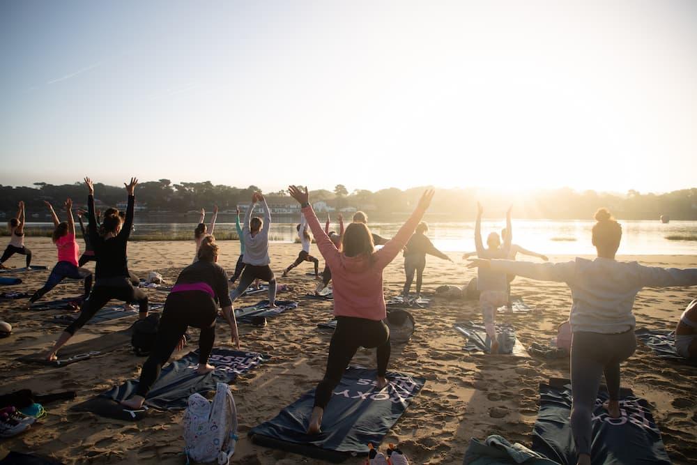 Roxy pro France cours de yoga au Lac de Hossegor
